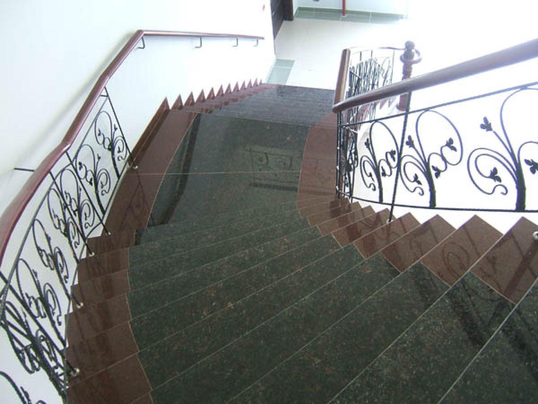 Đá granite ốp cầu thang